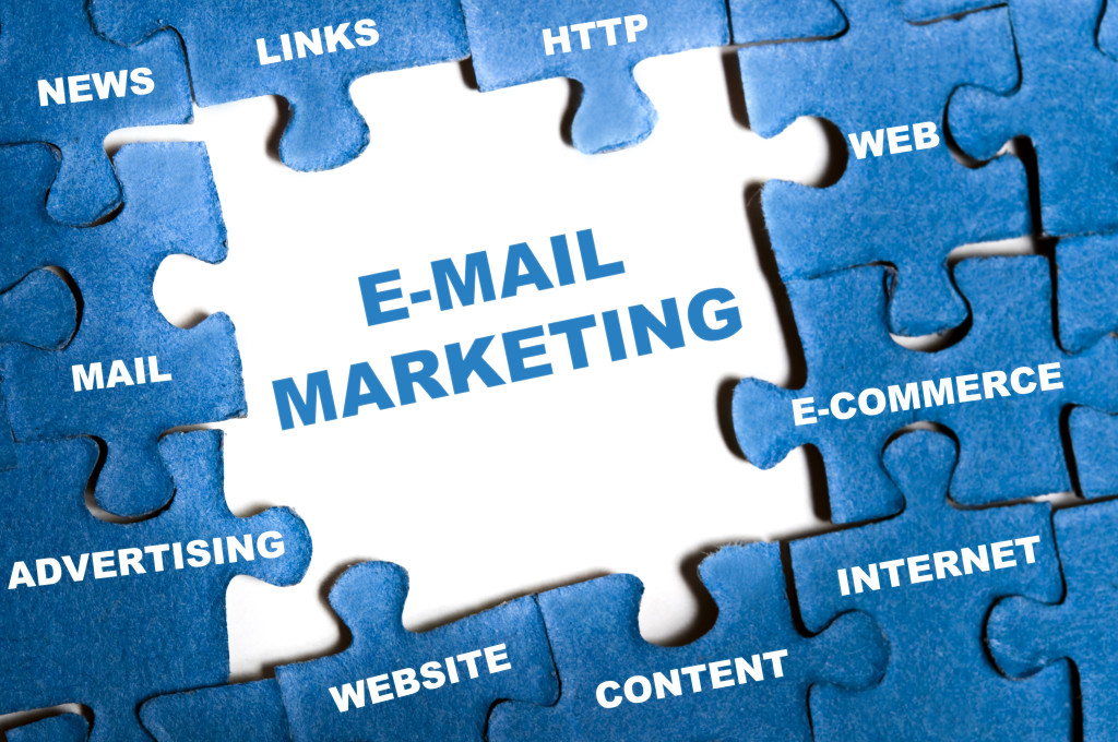 E-mail marketing blue puzzle pieces